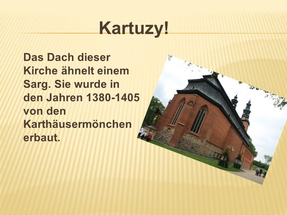 Kartuzy! Das Dach dieser Kirche ähnelt einem Sarg. Sie wurde in den Jahren 1380-1405 von den Karthäusermönchen erbaut.