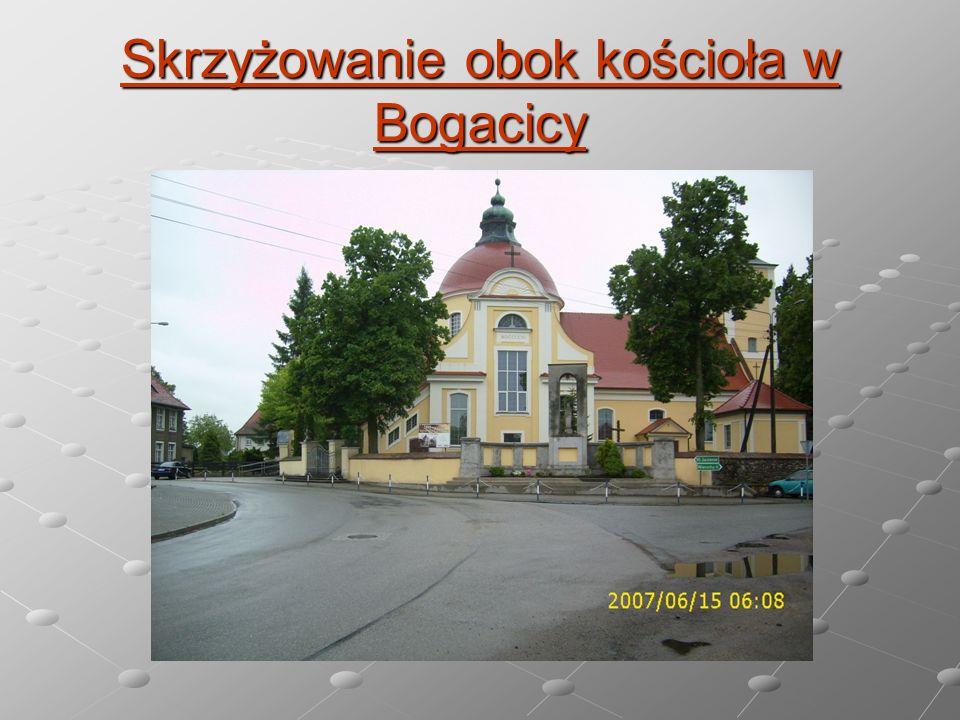Skrzyżowanie obok kościoła w Bogacicy