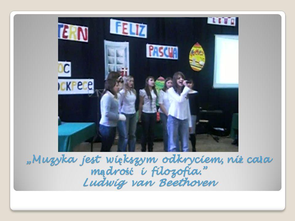 W myśl tych przytoczonych jako motto słów, aby uświetnić konkurs poezji obcojęzycznej występowały w jego ramach muzycznie uzdolnieni uczniowie XX LO.
