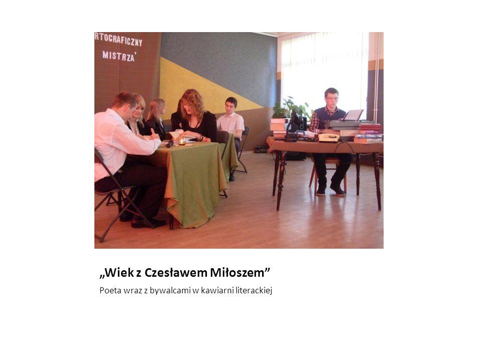 Wiek z Czesławem Miłoszem Poeta wraz z bywalcami w kawiarni literackiej