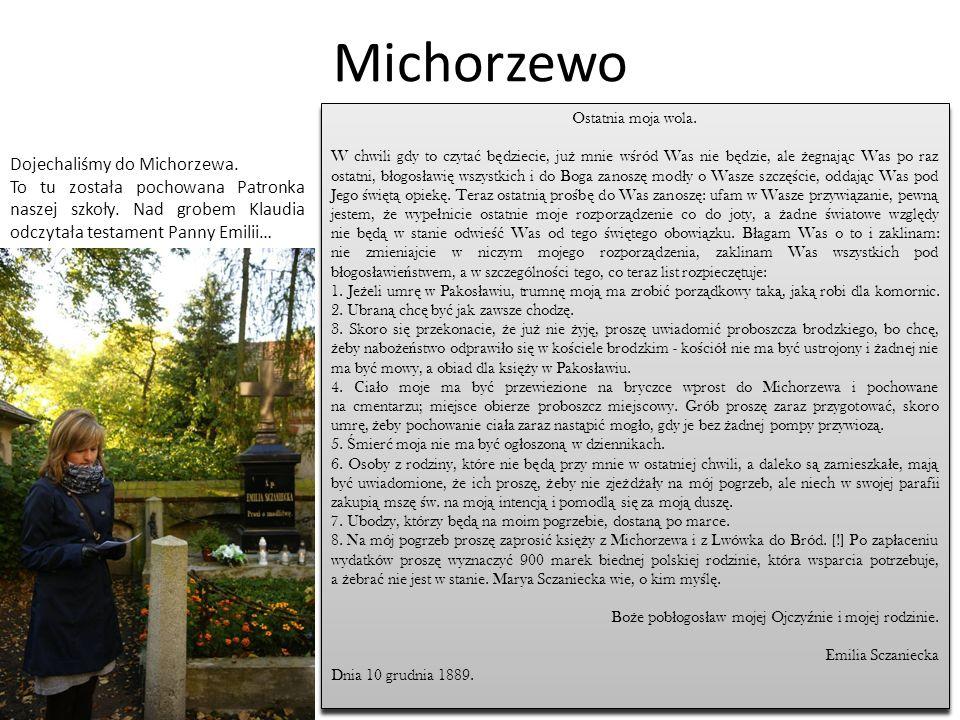Michorzewo Po wysłuchaniu testamentu każda klasa złożyła na grobie Emilii Sczanieckiej wiązanki kwiatów i znicze.
