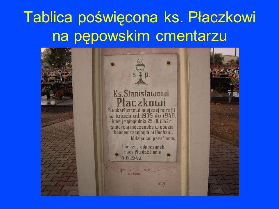 Tablica poświęcona ks. Płaczkowi na pępowskim cmentarzu