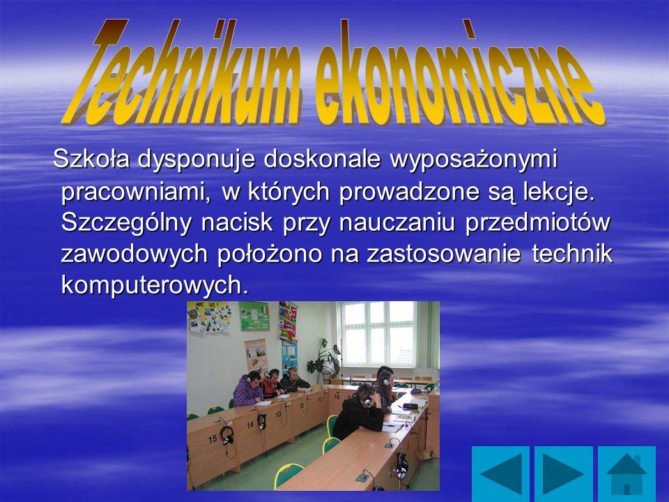 Szkoła dysponuje doskonale wyposażonymi pracowniami, w których prowadzone są lekcje.
