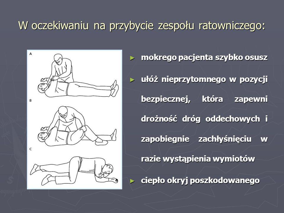 W oczekiwaniu na przybycie zespołu ratowniczego: mokrego pacjenta szybko osusz ułóż nieprzytomnego w pozycji bezpiecznej, która zapewni drożność dróg