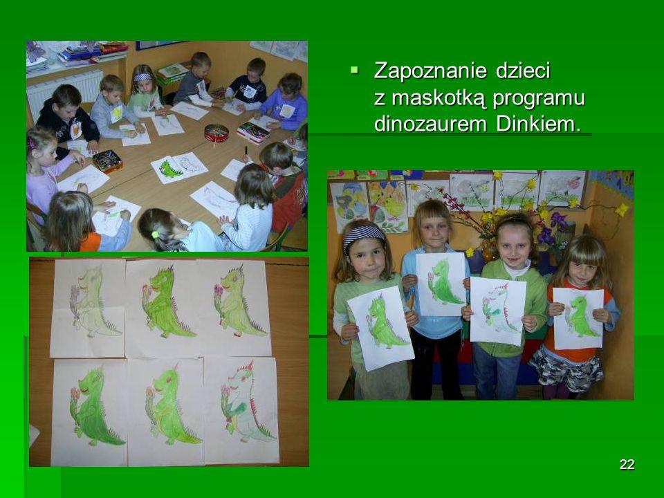 22 Zapoznanie dzieci z maskotką programu dinozaurem Dinkiem.
