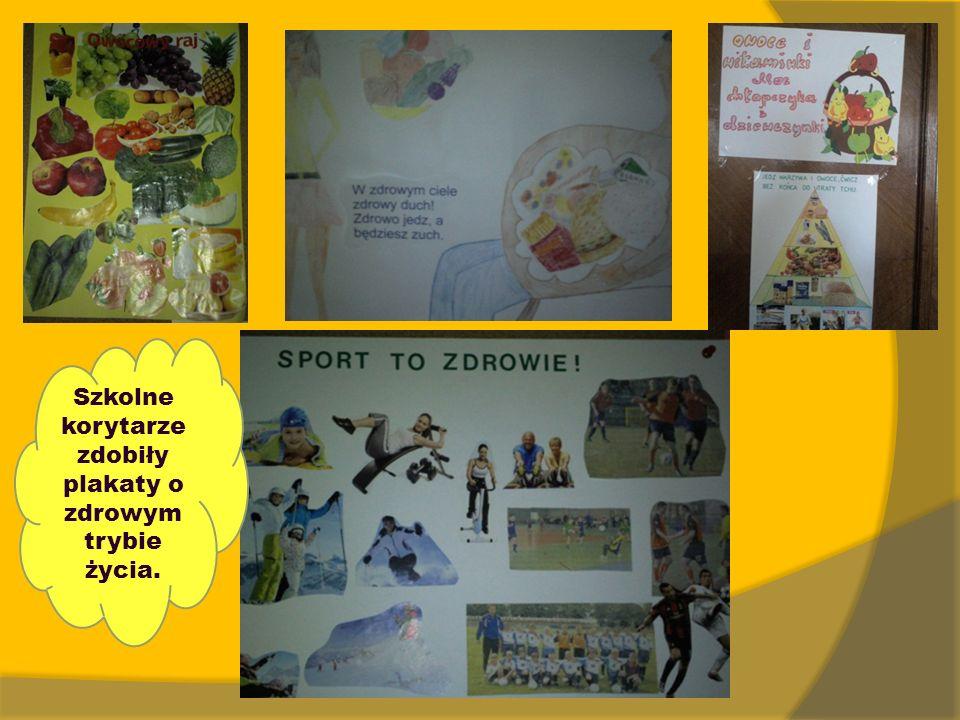 Szkolne korytarze zdobiły plakaty o zdrowym trybie życia.