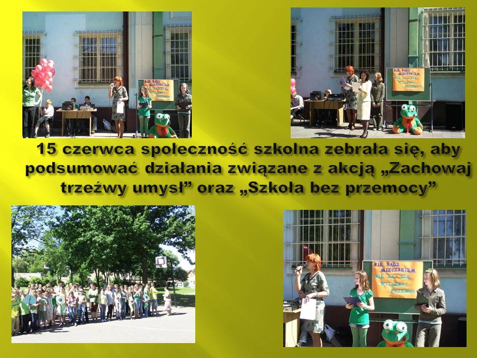 W tym dniu uczniowie naszej szkoły prezentowali zielony kolor w swojej garderobie jako symbol jedności przeciwko przemocy