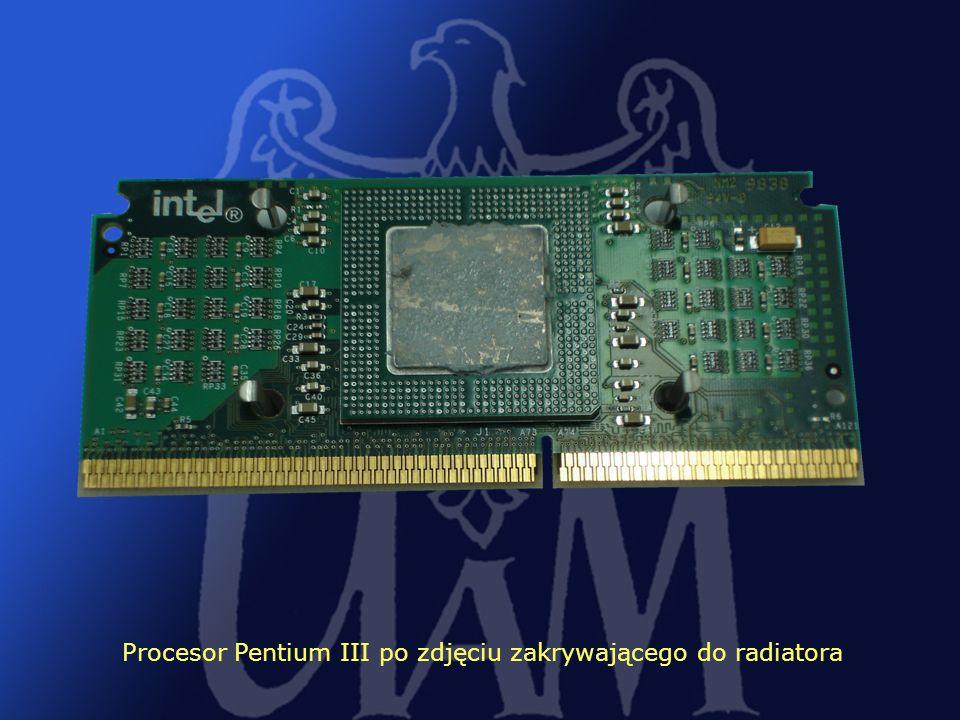 35 Procesor Pentium III po zdjęciu zakrywającego do radiatora