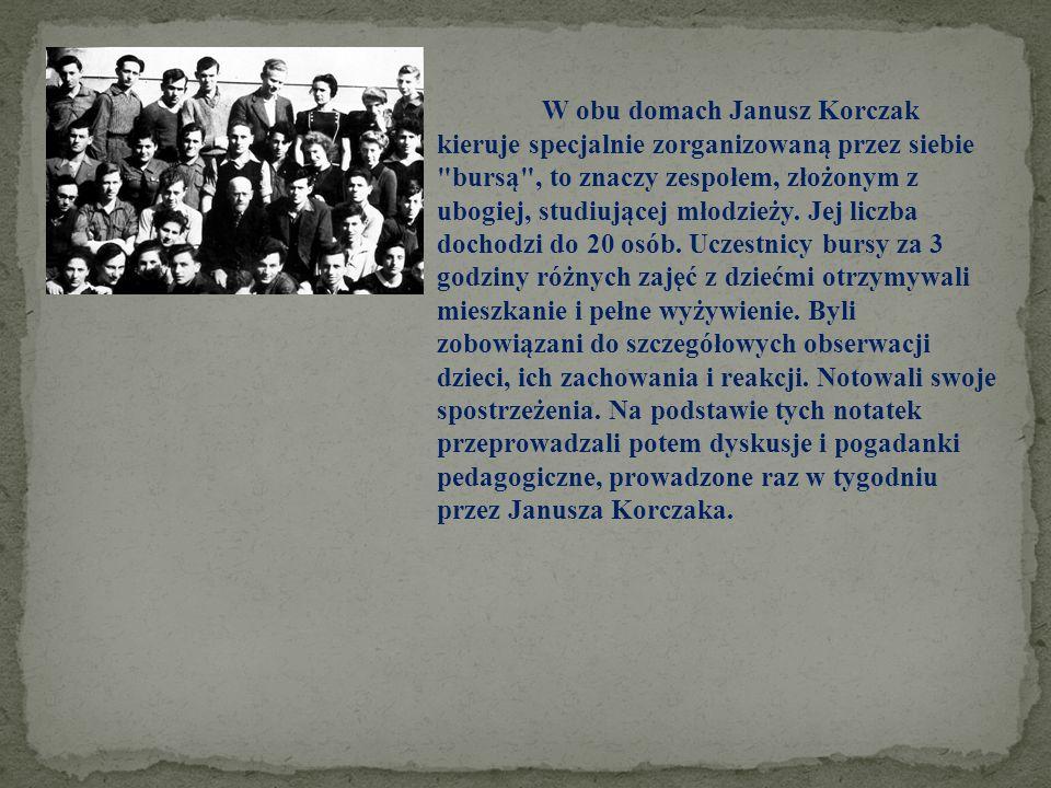 W obu domach Janusz Korczak kieruje specjalnie zorganizowaną przez siebie