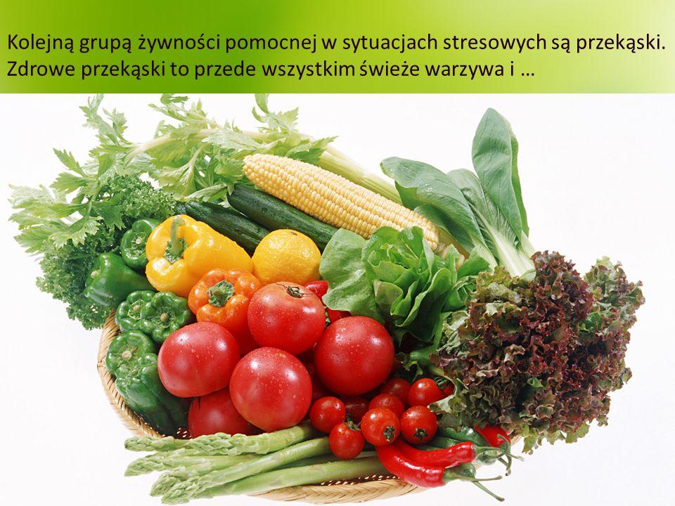 Kolejną grupą żywności pomocnej w sytuacjach stresowych są przekąski. Zdrowe przekąski to przede wszystkim świeże warzywa i …