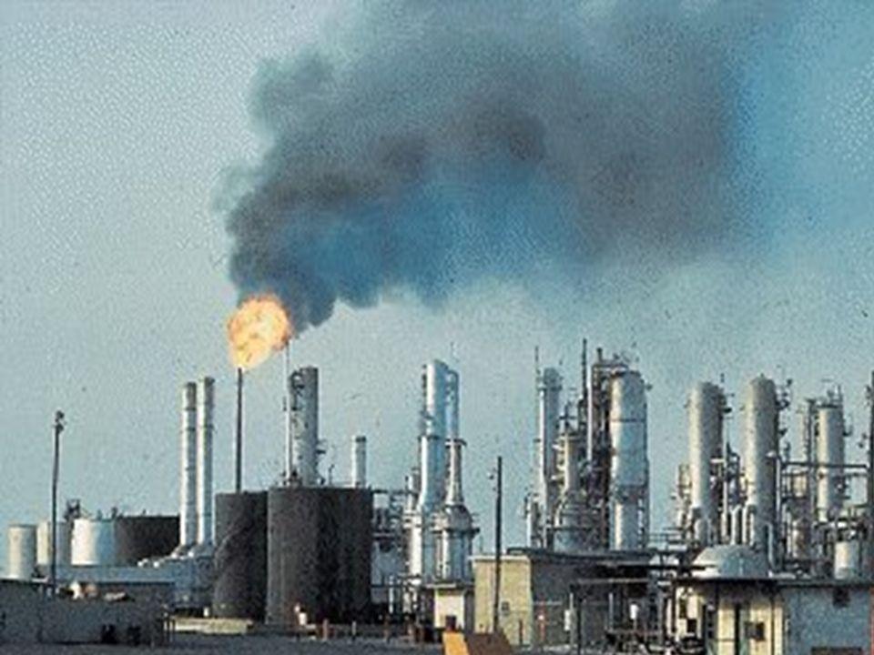 Niekorzystna działalność człowieka na środowisko naturalne w dużym stopniu przyczynia się do powstawania kwaśnych deszczy.