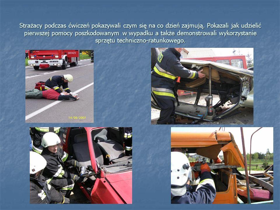 Strażacy podczas ćwiczeń pokazywali czym się na co dzień zajmują.