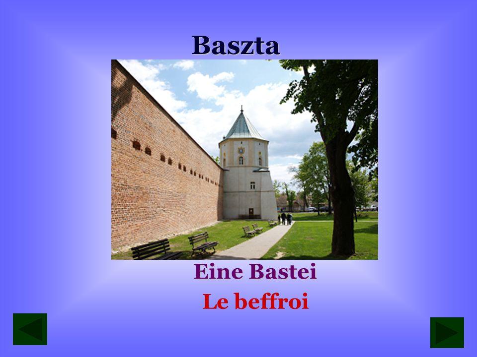 Baszta przy klasztorze oo. Bernardynów Eine Bastei neben Bernhardinerkloster Le beffroi du monastère des bernardins