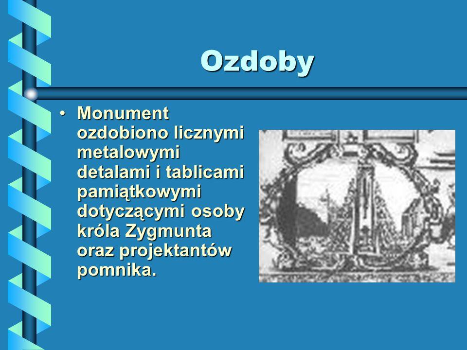 Ozdoby Monument ozdobiono licznymi metalowymi detalami i tablicami pamiątkowymi dotyczącymi osoby króla Zygmunta oraz projektantów pomnika.Monument oz
