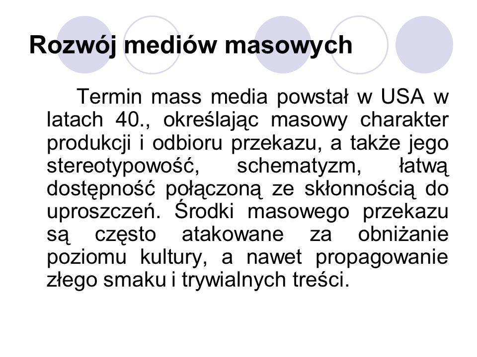 Rozwój mediów masowych Termin mass media powstał w USA w latach 40., określając masowy charakter produkcji i odbioru przekazu, a także jego stereotypo