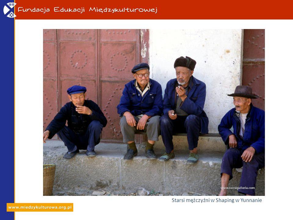 Starsi mężczyźni w Shaping w Yunnanie