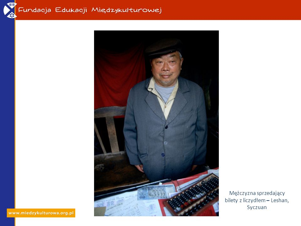 Mężczyzna sprzedający bilety z liczydłem – Leshan, Syczuan