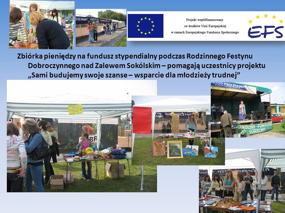 Zbiórka pieniędzy na fundusz stypendialny podczas Rodzinnego Festynu Dobroczynnego nad Zalewem Sokólskim – pomagają uczestnicy projektu Sami budujemy swoje szanse – wsparcie dla młodzieży trudnej