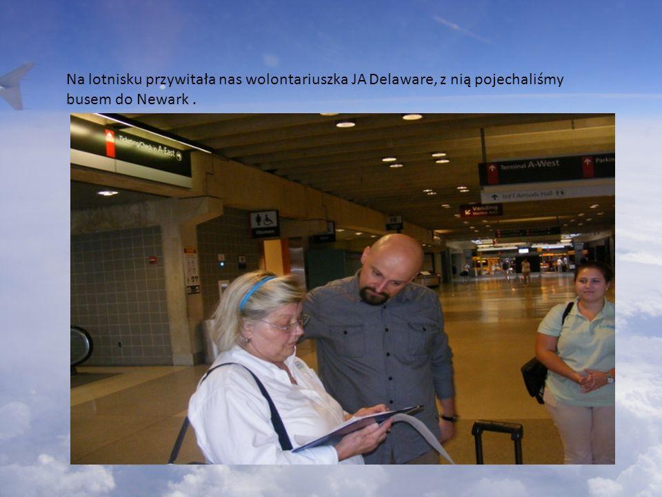 Na lotnisku przywitała nas wolontariuszka JA Delaware, z nią pojechaliśmy busem do Newark.