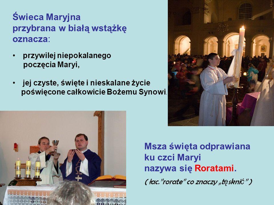 Świeca Maryjna przybrana w białą wstążkę oznacza: przywilej niepokalanego poczęcia Maryi, jej czyste, święte i nieskalane życie poświęcone całkowicie Bożemu Synowi.