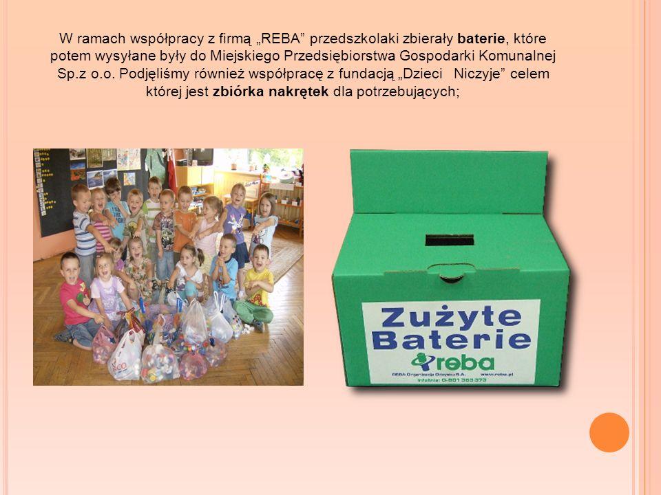 W ramach współpracy z firmą REBA przedszkolaki zbierały baterie, które potem wysyłane były do Miejskiego Przedsiębiorstwa Gospodarki Komunalnej Sp.z o