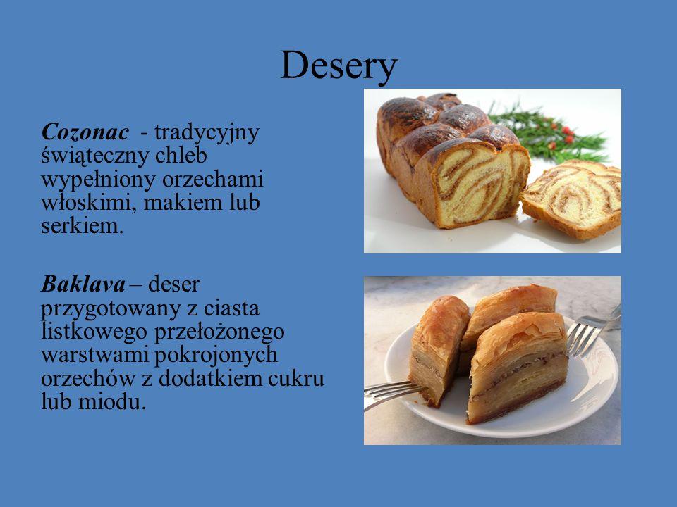 Desery Cozonac - tradycyjny świąteczny chleb wypełniony orzechami włoskimi, makiem lub serkiem. Baklava – deser przygotowany z ciasta listkowego przeł