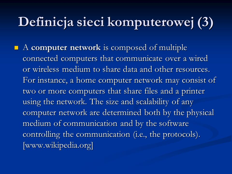 Definicja sieci komputerowej (3) A computer network is composed of multiple connected computers that communicate over a wired or wireless medium to sh
