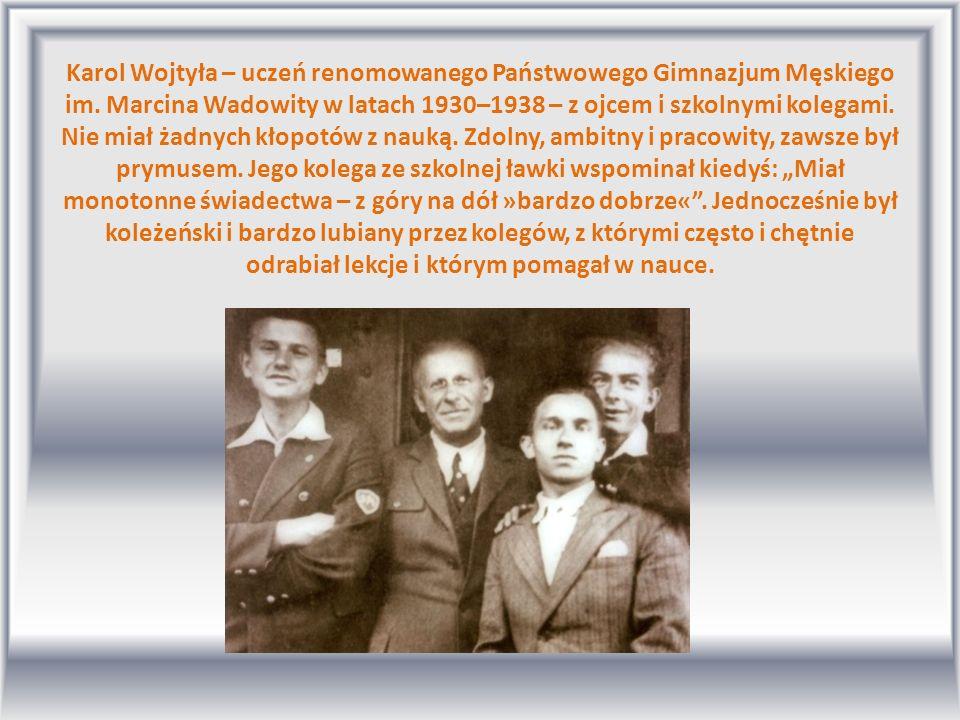 Karol Wojtyła – uczeń renomowanego Państwowego Gimnazjum Męskiego im. Marcina Wadowity w latach 1930–1938 – z ojcem i szkolnymi kolegami. Nie miał żad