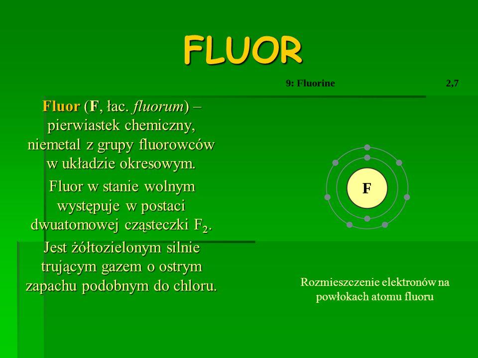 ZASTOSOWANIE FLUORU * jest najaktywniejszym niemetalem o największej elektroujemności, tworzącym związki z większością z innych pierwiastków (nawet z gazami szlachetnymi – kryptonem, ksenonem i radonem), * w przeciwieństwie do innych fluorowców fluor łączy się wybuchowo z wodorem tworząc fluorowodór bez dostępu światła i w niskiej temperaturze, * gazowego fluoru używa się przy produkcji monomerów, fluorowanych alkenów, z których otrzymuje się teflon i jego pochodne, * oprócz tego jest stosowany do produkcji halonów, które są stosowane jako ciecze chłodzące i hydrauliczne (np.