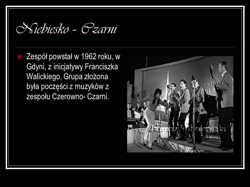 Niebiesko – Czarni Zespół powstał w 1962 roku, w Gdyni, z inicjatywy Franciszka Walickiego. Grupa złożona była poczęści z muzyków z zespołu Czerowno-