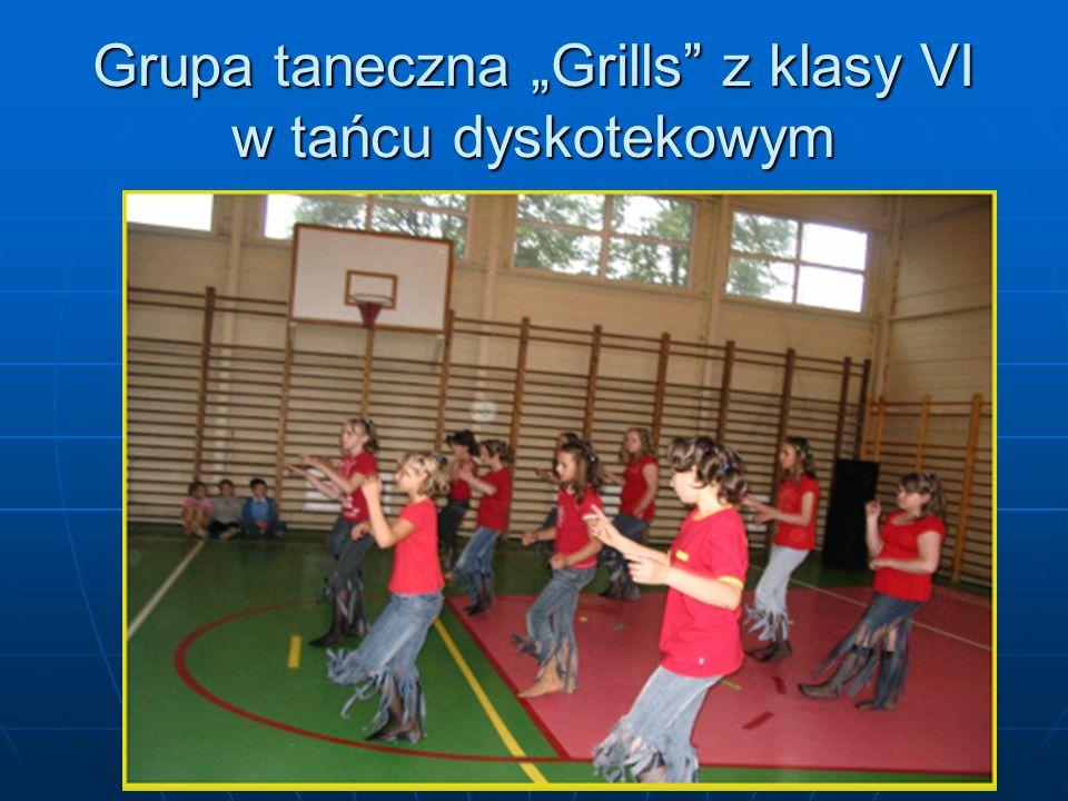 Grupa taneczna Grills z klasy VI w tańcu dyskotekowym