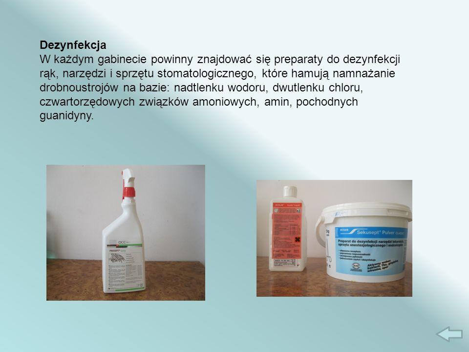 Dezynfekcja W każdym gabinecie powinny znajdować się preparaty do dezynfekcji rąk, narzędzi i sprzętu stomatologicznego, które hamują namnażanie drobnoustrojów na bazie: nadtlenku wodoru, dwutlenku chloru, czwartorzędowych związków amoniowych, amin, pochodnych guanidyny.