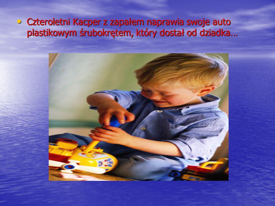 Czteroletni Kacper z zapałem naprawia swoje auto plastikowym śrubokrętem, który dostał od dziadka… Czteroletni Kacper z zapałem naprawia swoje auto pl