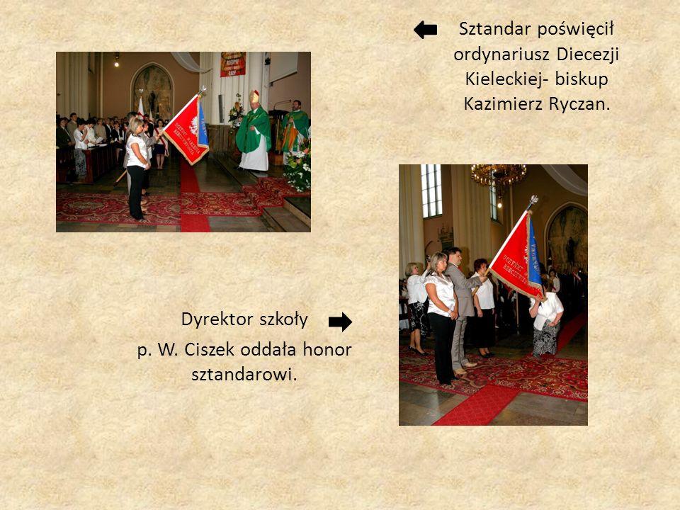 Sztandar poświęcił ordynariusz Diecezji Kieleckiej- biskup Kazimierz Ryczan. Dyrektor szkoły p. W. Ciszek oddała honor sztandarowi.