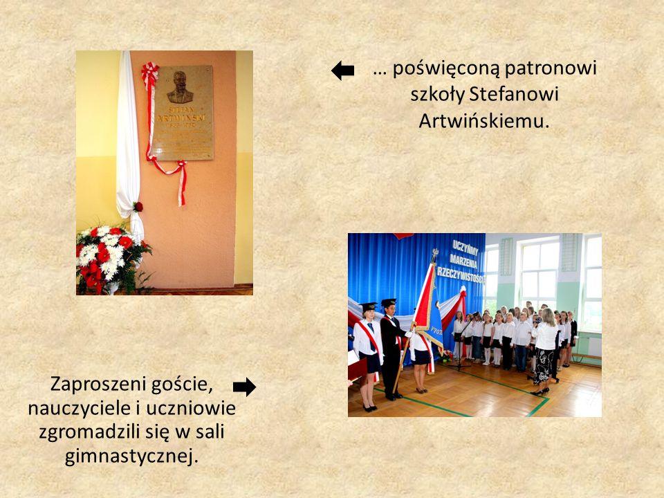 … poświęconą patronowi szkoły Stefanowi Artwińskiemu. Zaproszeni goście, nauczyciele i uczniowie zgromadzili się w sali gimnastycznej.