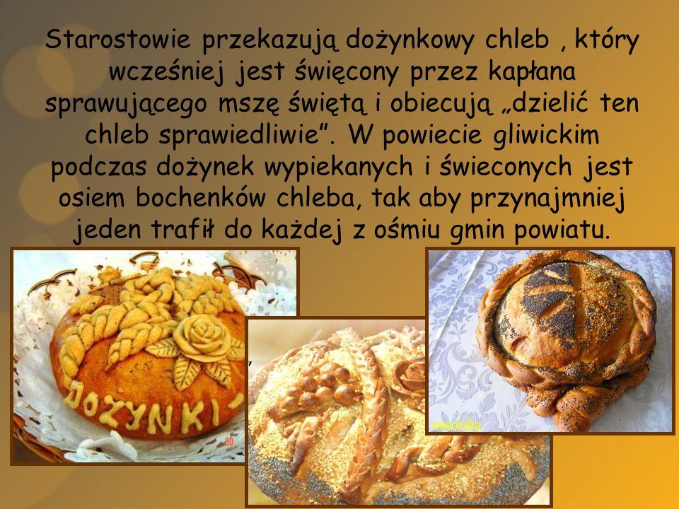 Starostowie przekazują dożynkowy chleb, który wcześniej jest święcony przez kapłana sprawującego mszę świętą i obiecują dzielić ten chleb sprawiedliwi