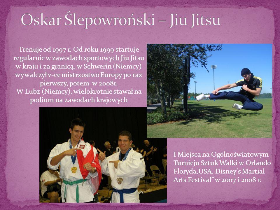 Trenuje od 1997 r. Od roku 1999 startuje regularnie w zawodach sportowych Jiu Jitsu w kraju i za granicą, w Schwerin (Niemcy) wywalczył v-ce mistrzost