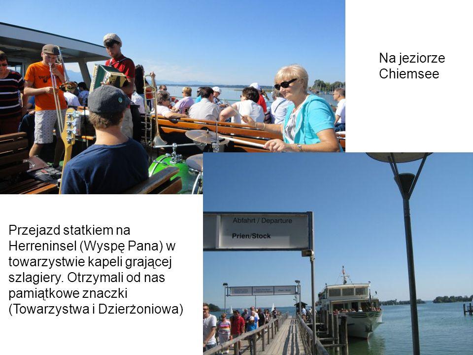 Przejazd statkiem na Herreninsel (Wyspę Pana) w towarzystwie kapeli grającej szlagiery. Otrzymali od nas pamiątkowe znaczki (Towarzystwa i Dzierżoniow