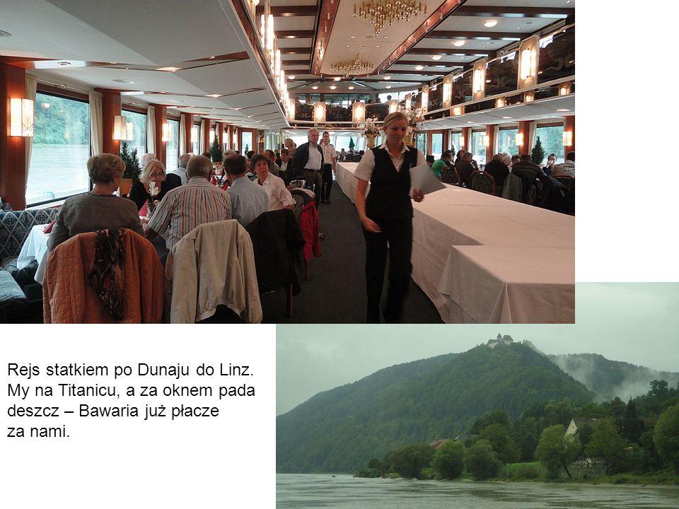 Rejs statkiem po Dunaju do Linz. My na Titanicu, a za oknem pada deszcz – Bawaria już płacze za nami.