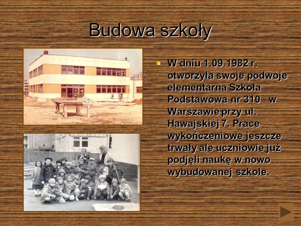Budowa szkoły W dniu 1.09.1982 r. otworzyła swoje podwoje elementarna Szkoła Podstawowa nr 310 w Warszawie przy ul. Hawajskiej 7. Prace wykończeniowe