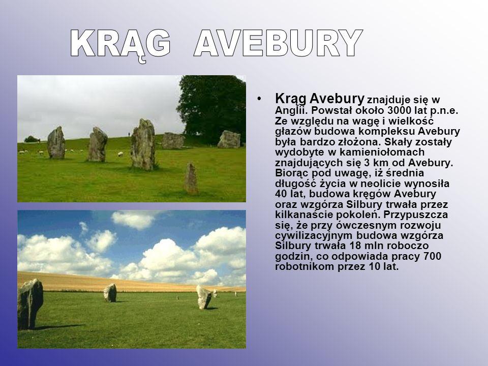 Krąg Avebury znajduje się w Anglii. Powstał około 3000 lat p.n.e. Ze względu na wagę i wielkość głazów budowa kompleksu Avebury była bardzo złożona. S