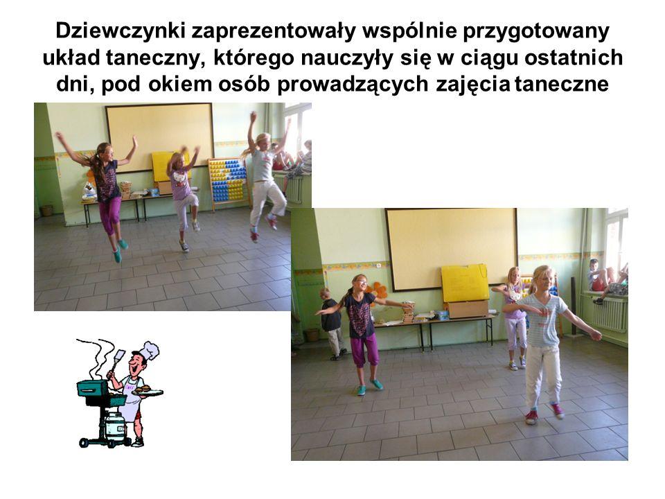 Dziewczynki zaprezentowały wspólnie przygotowany układ taneczny, którego nauczyły się w ciągu ostatnich dni, pod okiem osób prowadzących zajęcia taneczne