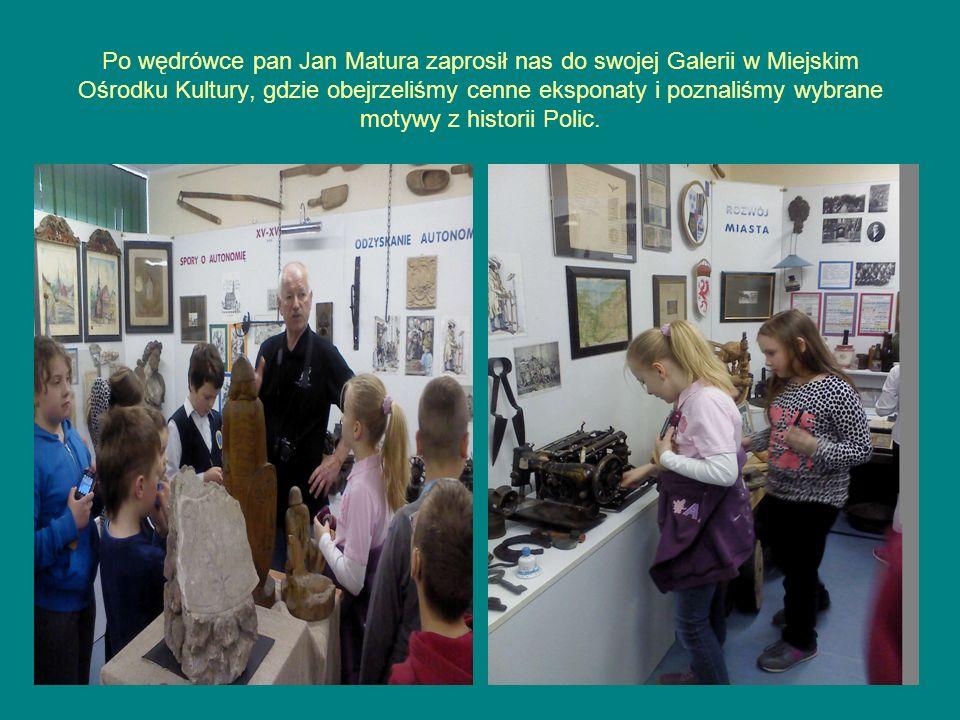 Po wędrówce pan Jan Matura zaprosił nas do swojej Galerii w Miejskim Ośrodku Kultury, gdzie obejrzeliśmy cenne eksponaty i poznaliśmy wybrane motywy z historii Polic.
