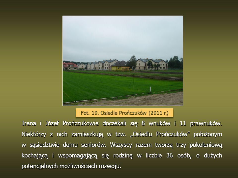 Irena i Józef Prończukowie doczekali się 8 wnuków i 11 prawnuków. Niektórzy z nich zamieszkują w tzw. Osiedlu Prończuków położonym w sąsiedztwie domu