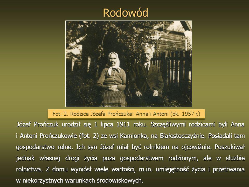 Rodowód Józef Prończuk urodził się 1 lipca 1911 roku. Szczęśliwymi rodzicami byli Anna i Antoni Prończukowie (fot. 2) ze wsi Kamionka, na Białostocczy