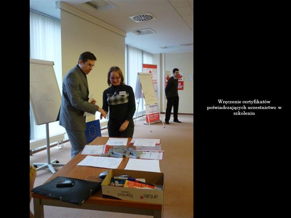 Wręczenie certyfikatów poświadczających uczestnictwo w szkoleniu