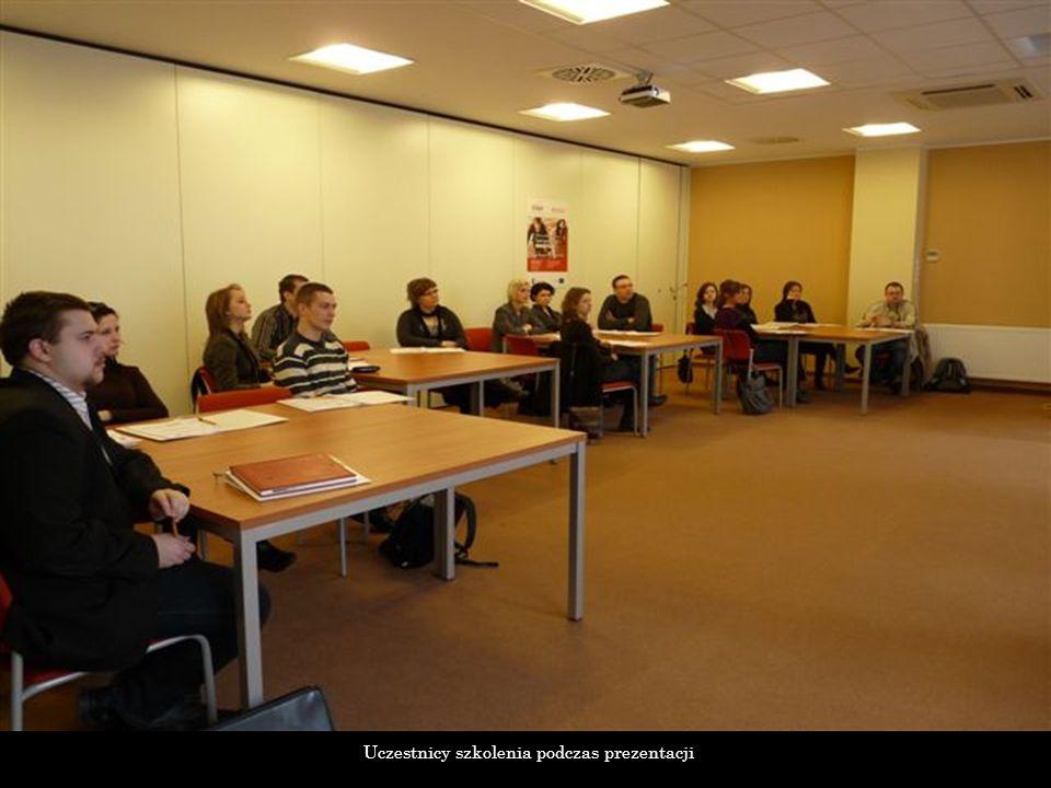 Uczestnicy szkolenia podczas prezentacji