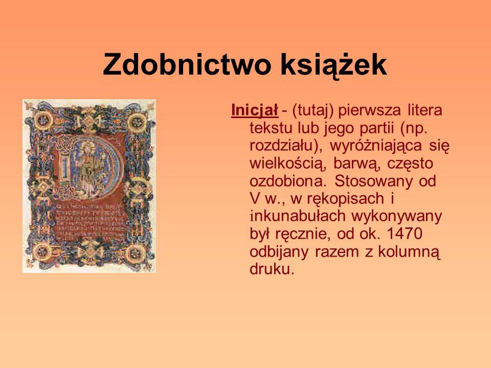 Zdobnictwo książek Inicjał - (tutaj) pierwsza litera tekstu lub jego partii (np. rozdziału), wyróżniająca się wielkością, barwą, często ozdobiona. Sto