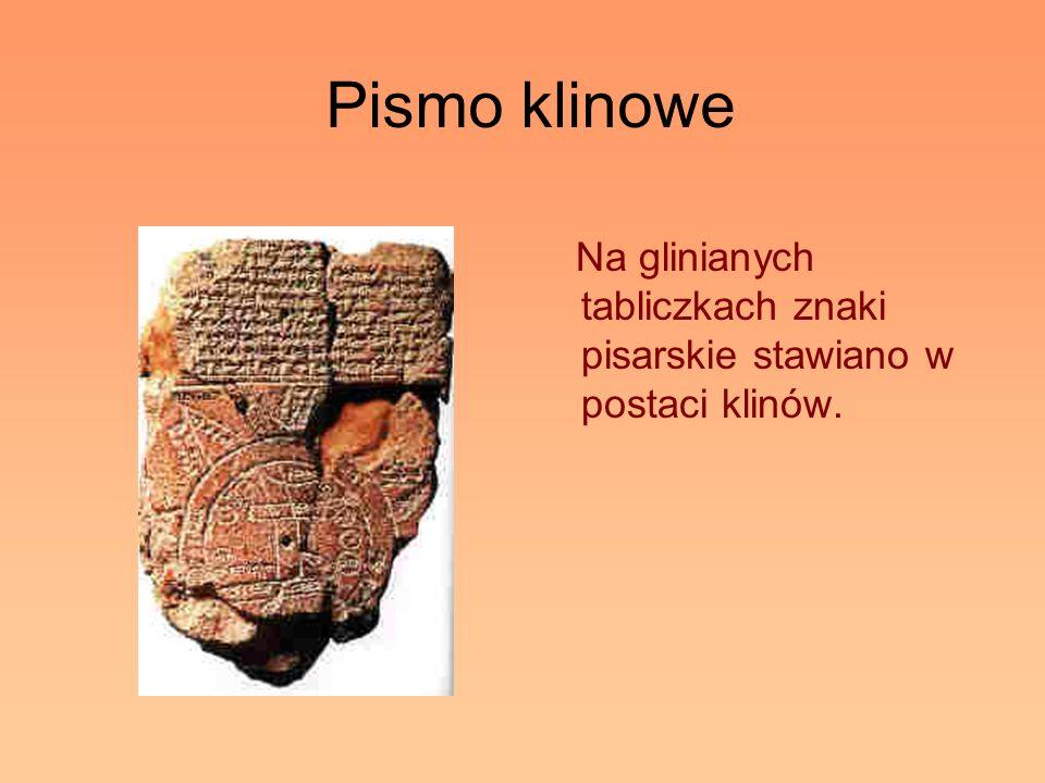 Pismo klinowe Na glinianych tabliczkach znaki pisarskie stawiano w postaci klinów.