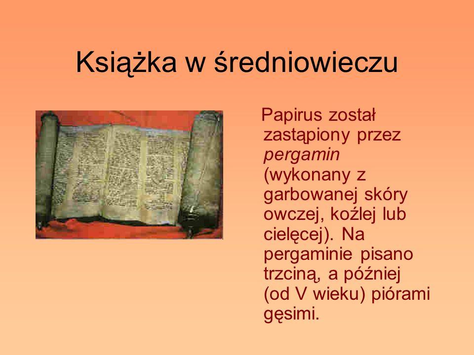 Książka w średniowieczu Papirus został zastąpiony przez pergamin (wykonany z garbowanej skóry owczej, koźlej lub cielęcej). Na pergaminie pisano trzci